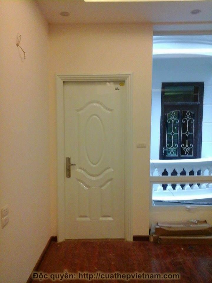 cửa thép màu trắng, cửa thép vân gỗ, công trình cửa thép màu trắng ở Đường Láng